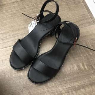 Pull& Bear 黑色小踭涼鞋