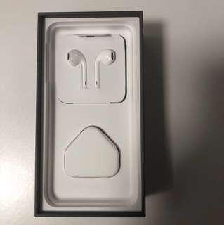 全新未拆iPhone8插頭連耳機一套四件