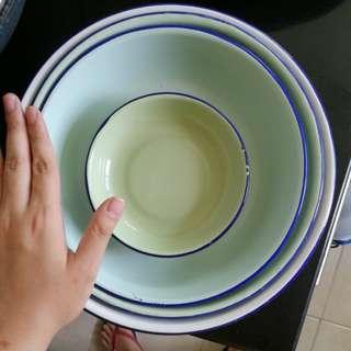 Enamel plates/ dishes of various sizes
