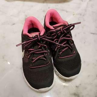Sepatu Nike cewe preloved sz 27.5 (16.5Cm)