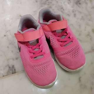 Sepatu Nike cewe prelove size 31 (19cm)