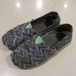 WAKAI sepatu biru