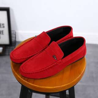 Sepatu Fashion Suede For Man 8159#11  Kualitas: Semi Premium Bahan Suede (Rubber Sole) Ready 3 Warna:  Black, Brown, Red  Berat 0,7kg  Size & Insole: 40 (25cm) 41 (25.5cm) 42 (26cm) 43 (26.5cm) 44 (27cm)  Harga  Rp 160,000
