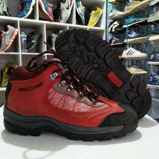 Sepatu hiking Janu