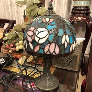 Pretty vintage Tiffany small size table lamp