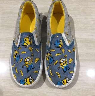 Sepatu merk H&M