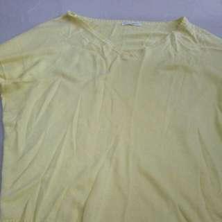 Sweater hijau muda / kuning