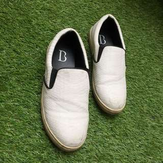Berrybenka white shoes slipon keds