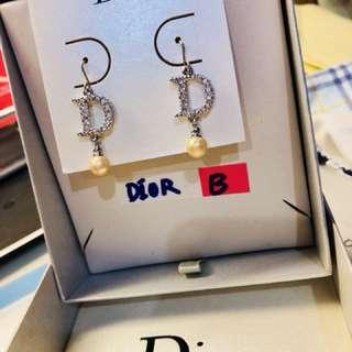 Dior 垂吊耳環-B