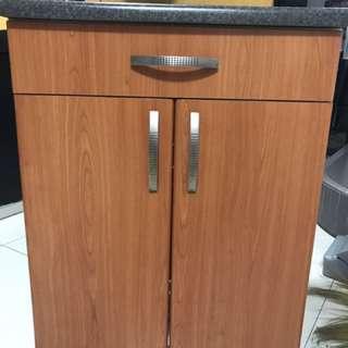 Kitchen cabinet / dish rack