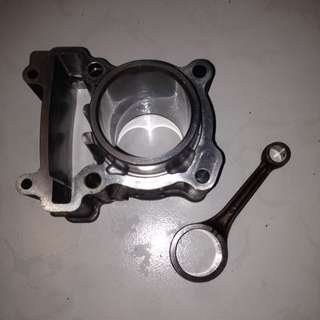 Yamaha YZF R15 Stock cylinder and Conrod
