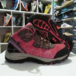Sepatu hiking Peisure time