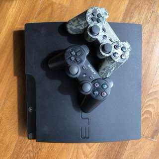 Playstation PS3 + 2 controllers + 5 Games
