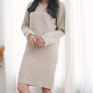 🚚 正韓 V領直紋坑條毛衣洋裝