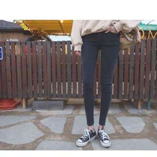 🚚 轉賣正韓深藍色窄口牛仔長褲26腰s號kongstyle stylenanda dahong