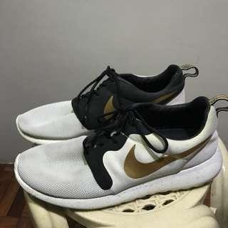 678aa8e2d64c nike roshe run shoes