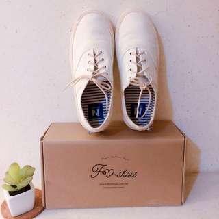 近全新-文青森林系麻色小白鞋