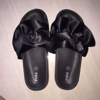Rubi sandal (size 38,NEW)