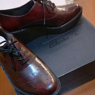 Clarks厚底休閒鞋