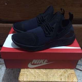 Nike lunarcharge essential 慢跑 休閒鞋