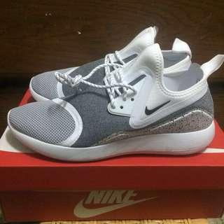 Nike lunarcharge essential 慢跑鞋