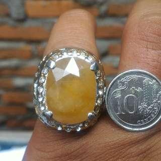 Yellow Sapphire Cutting (Bigsize stone)