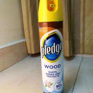Pledge Wood Dusts, shines and protect