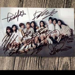 Twice 全體親筆簽名照