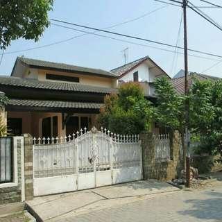 Rumah 2 Lantai di Komplek Jatiwaringin Asri Lt 240
