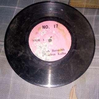 Piring hitam radio lama
