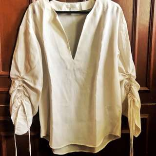 H&M Off white blouse