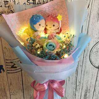 Little Twin Star With Rainbow Scented Roses Bouquet(size ht 46 x w35cm