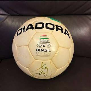 Diadora 足球 (前曼聯隊長 Roy Keane 簽名)   Diadora football (with Manchester United captain Roy Keane signature)
