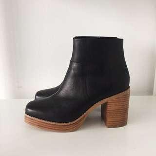E8 by MIISTA platform boots