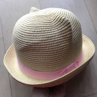 小孩草帽。九成新。戴過一次