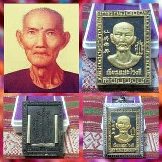 【聖物】吳錦溪仙      (後有3支符通) 【師傅】龍婆Som 【寺廟】Wat Wang Phae 【年份】2560