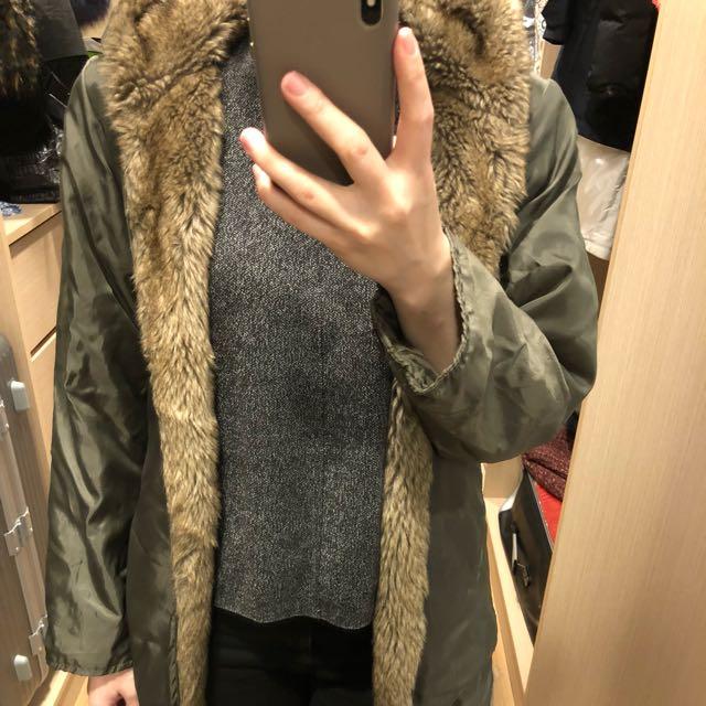 軍綠色毛毛外套
