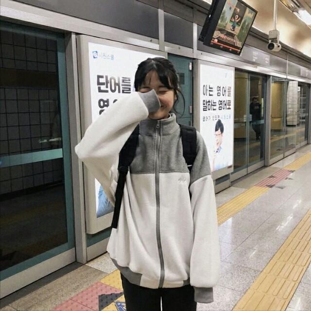 【預購】小刺繡搖粒絨拼色高領外套