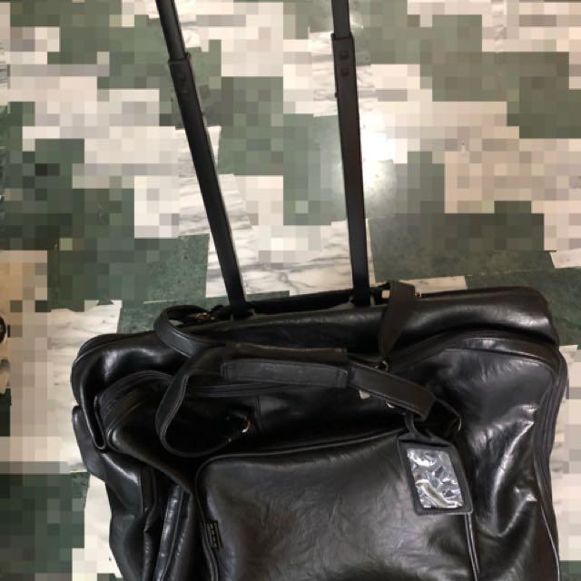 行李箱包包