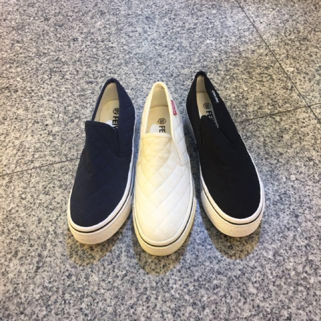 厚底菱格紋不敗款布鞋 補貨到🎉🎉 賣超過萬雙的鞋款 你還沒有嗎?👉👉👉 現貨3色 22/.23.23/.24.24/.25 $390😁😁😁