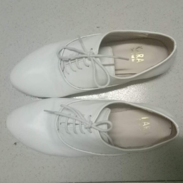 🌻 White shoes