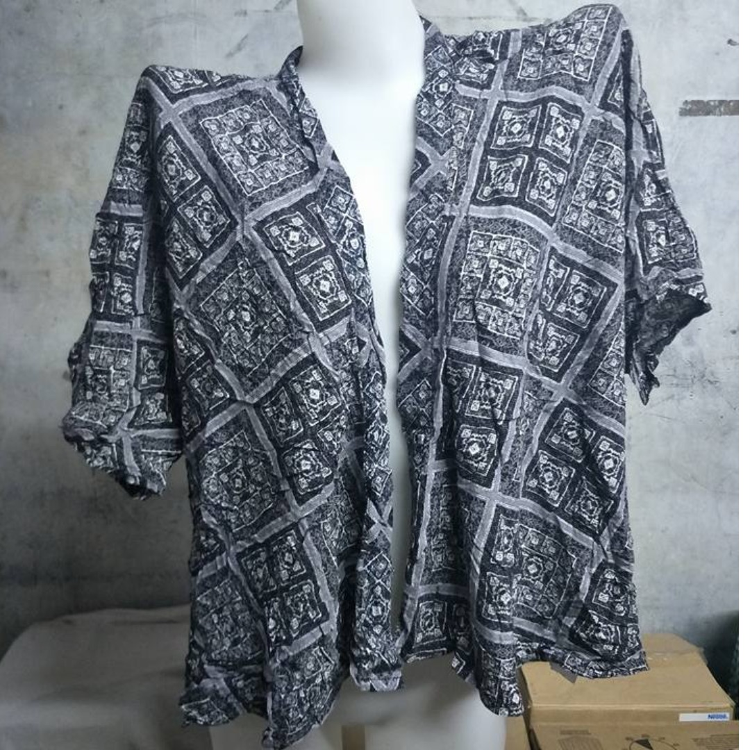 Blue Diamond Patterened Short Sleeve Cardigan Bolero