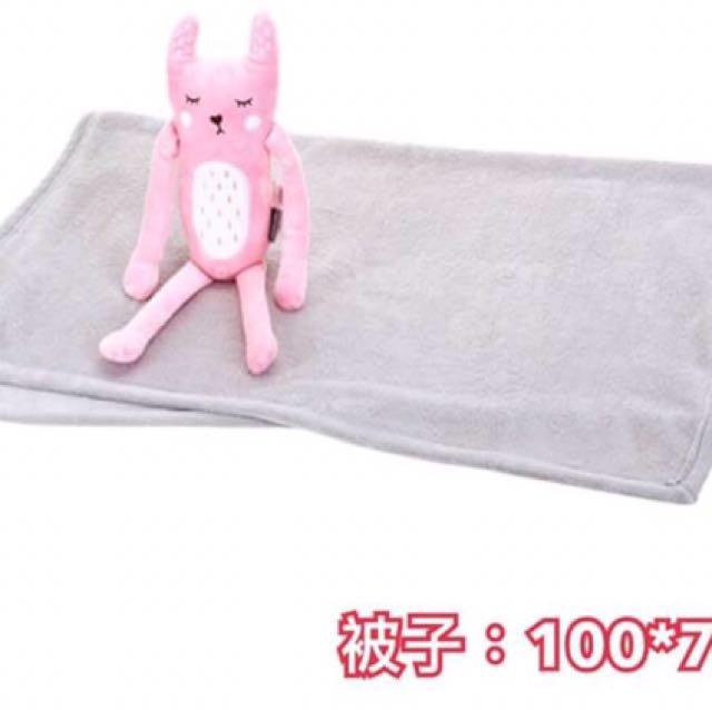 ✨韓國超人氣Butter✨ 又推出限時優惠活動商品囉! 粉兔子抱毛毯組,可當小抱枕也可當小被子❤️ 一組特價$500/件 售完不一定有貨追加喲!