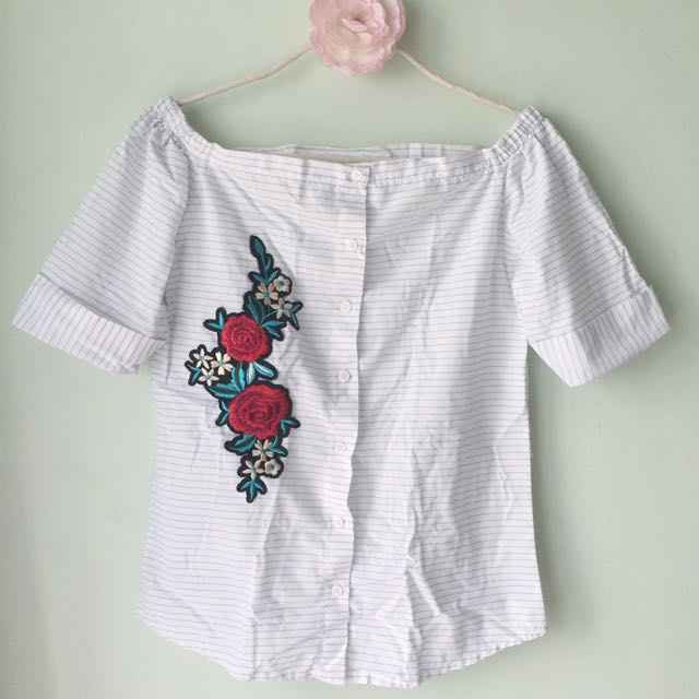 Button-down off-shoulder top with flower patch