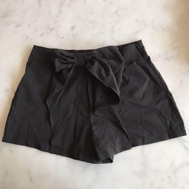 Celana pendek pita jrep