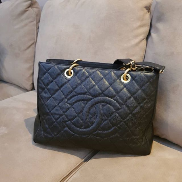 Chanel black gst caviar ghw