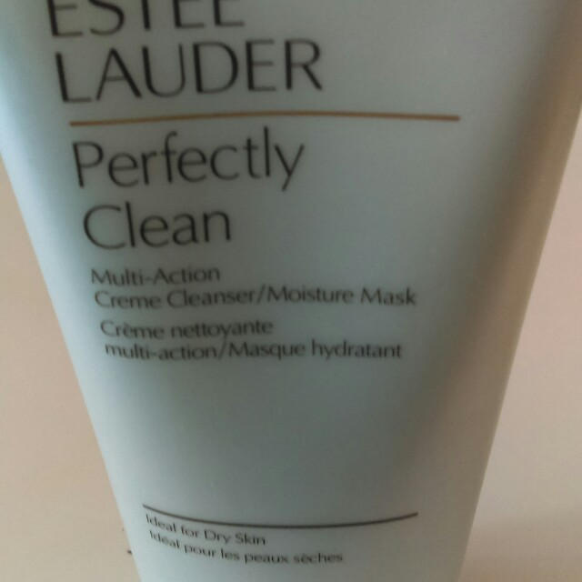 Estee Lauder perfectly clean cleanser
