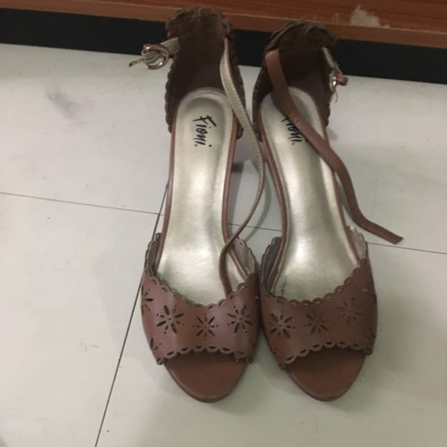 Fioni by Payless Kitten Heels