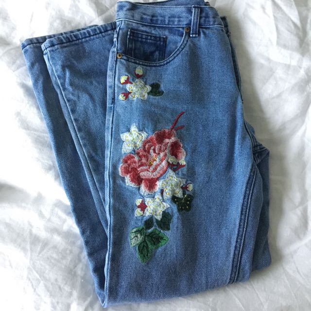 Flower pattern mom jeans in size 8