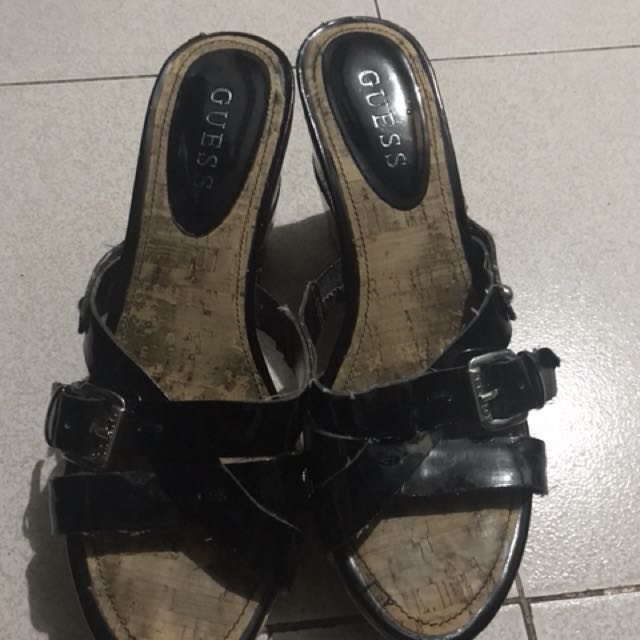 Guess sandals with flaws